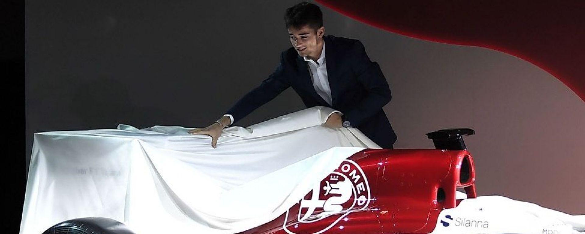 Leclerc - pilota Alfa Romeo Sauber F1 team racing