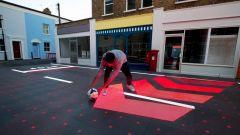 LED e telecamere HD. Svelata a Londra la strada salva-pedoni - Immagine: 9