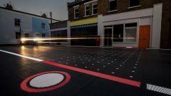 LED e telecamere HD. Svelata a Londra la strada salva-pedoni - Immagine: 10