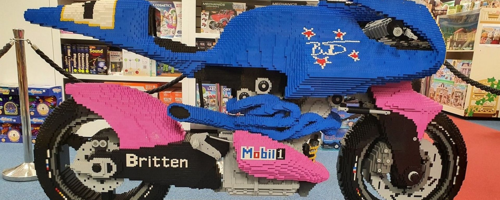 Una Britten V1000 fatta di lego... A grandezza naturale (video)