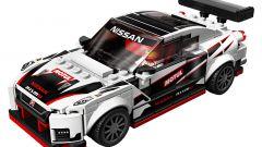 LEGO Nissan GT-R Nismo: visuale di 3/4 anteriore