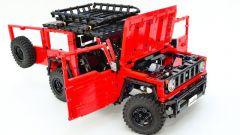 Lego Suzuki Jimny: cofano e portellone aperti