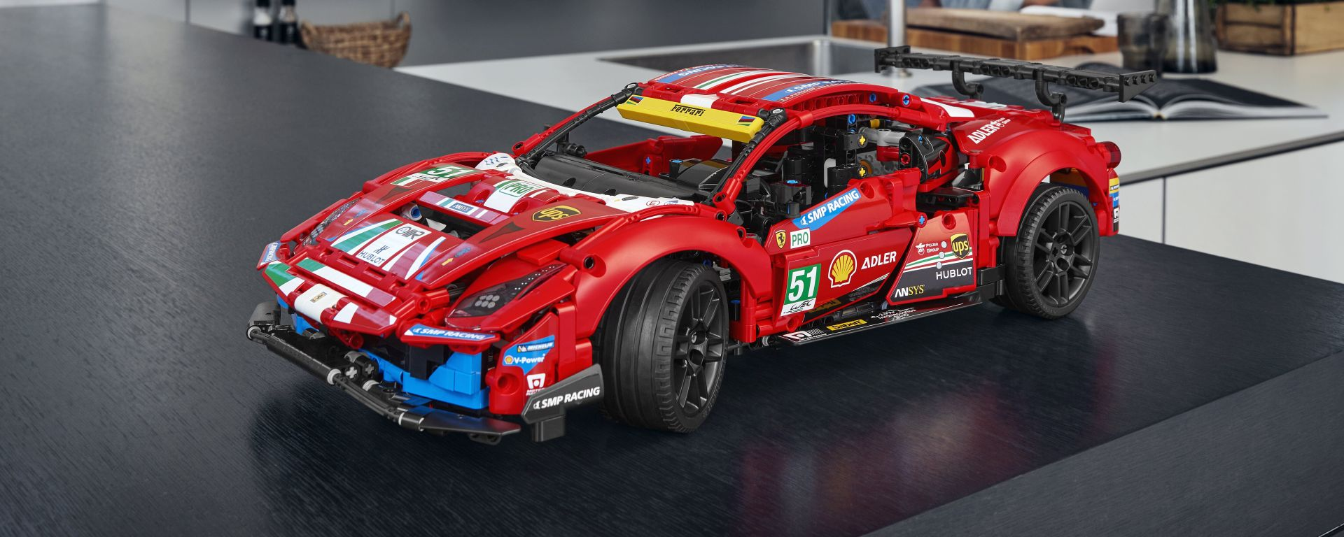 LEGO Technic Ferrari 488 GTE in esposizione