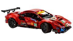 LEGO Technic Ferrari 488 GTE: visuale di 3/4 anteriore