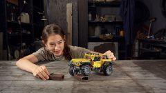 Lego Technic Jeep Wrangler Rubicon è adatto dai 9 anni in su