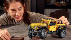 Lego Technic Jeep Wrangler Rubicon, si noti il verricello anteriore