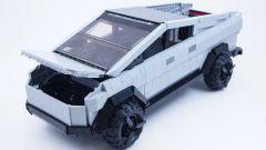 LEGO Tesla Cybertruck: visuale di 3/4 anteriore
