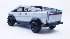 LEGO Tesla Cybertruck: visuale di 3/4 posteriore