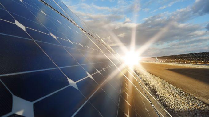 L'energia rinnovabile delle centrali solari può essere usata per produrre e-fuel, anch'essi rinnovabili