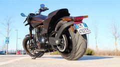 L'enorme pneumatico posteriore della Harley-Davidson FXDR 114