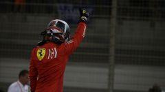 L'esultanza di Leclerc appena sceso dalla sua Ferrari SF90