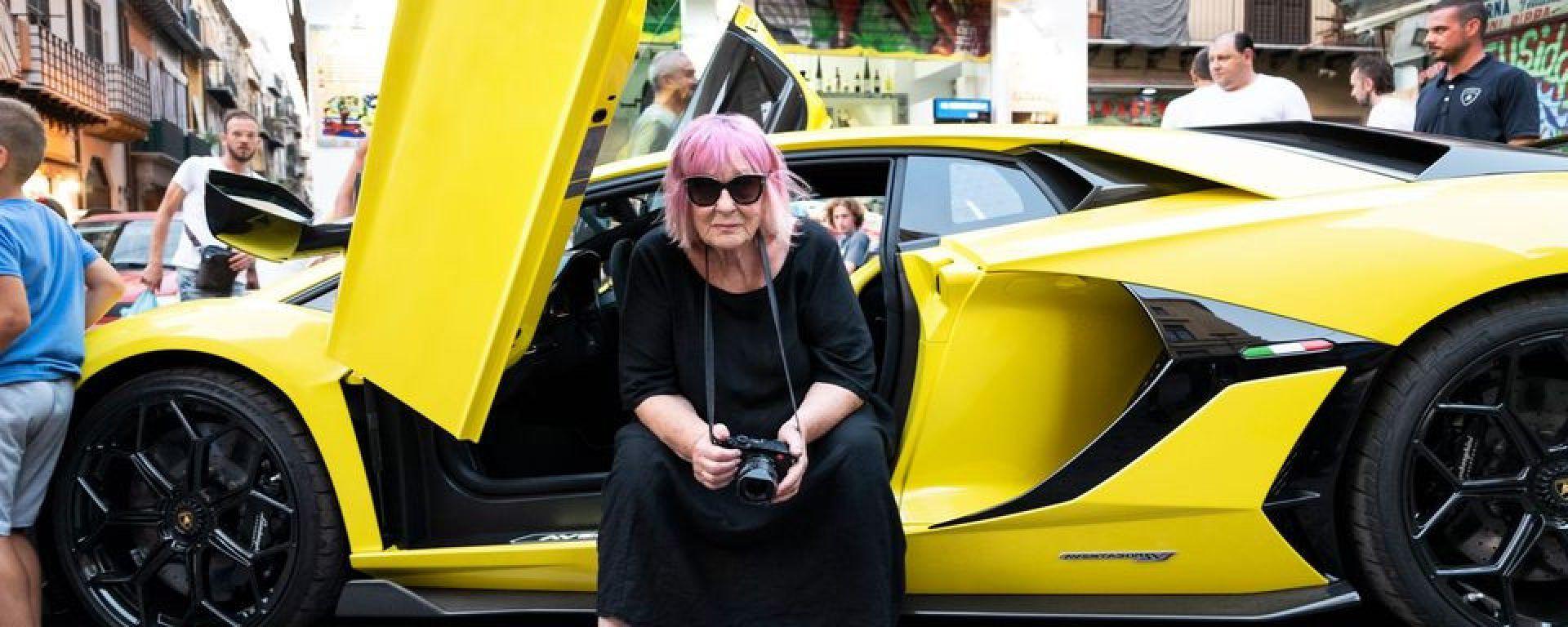 Letizia Battaglia per Lamborghini: le foto fanno polemica
