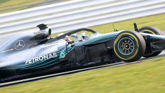 Lewis Hamilton al volante della Mercedes W09 EQ Power+