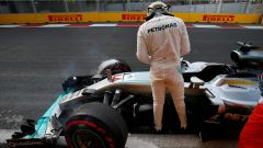 Lewis Hamilton crash turn 11 Circuit Baku