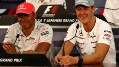 Lewis Hamilton e Michael Schumacher nel GP del Giappone di Suzuka nel 2010