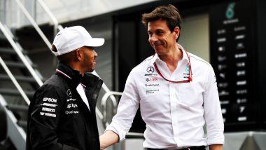 Lewis Hamilton e Toto Wolff (Mercedes)