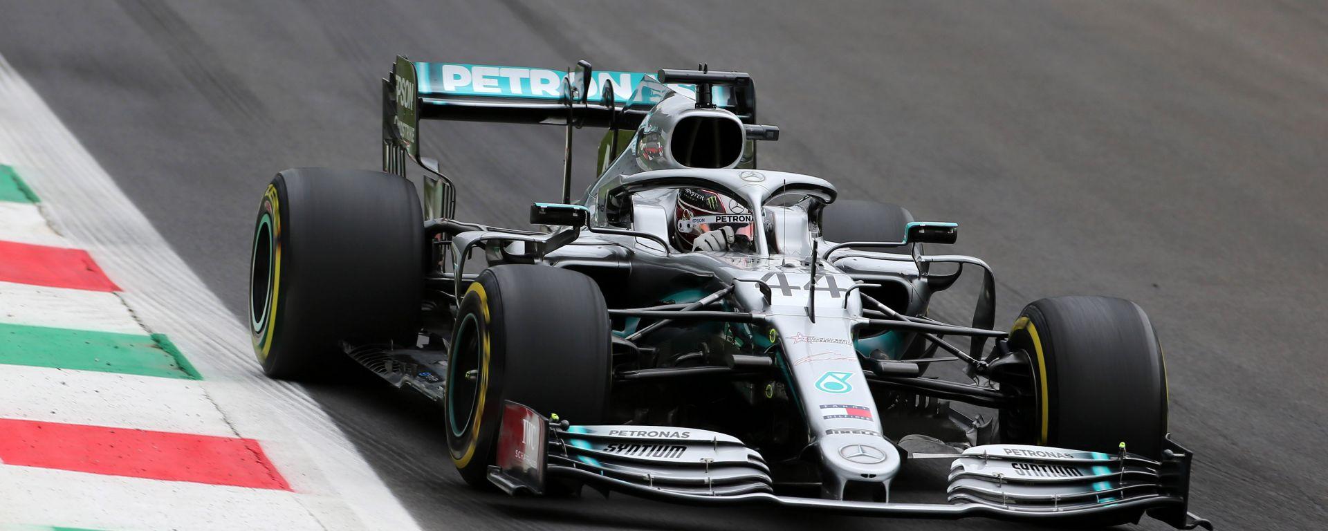 Lewis Hamilton (Mercedes) in pista a Monza