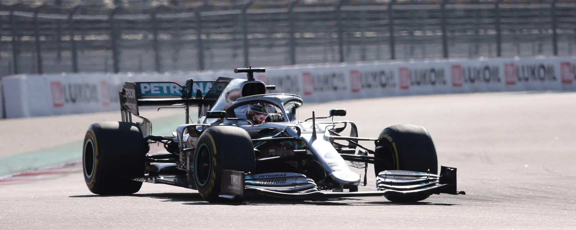 Lewis Hamilton (Mercedes) in pista a Sochi