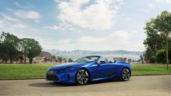 Lexus LC 500 Convertible 2021: la capote si può azionare anche in movimento, fino ai 50 km all'ora