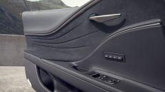 Lexus LC 500 interno porta