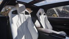 Lexus LF-1 Limitless Concept: gli interni, particolari dei sedili anteriori