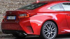 Lexus RC 300h F Sport 2016: dettaglio 3/4 posteriore