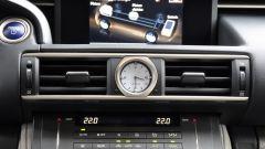 Lexus RC 300h F Sport 2016: dettaglio della plancia
