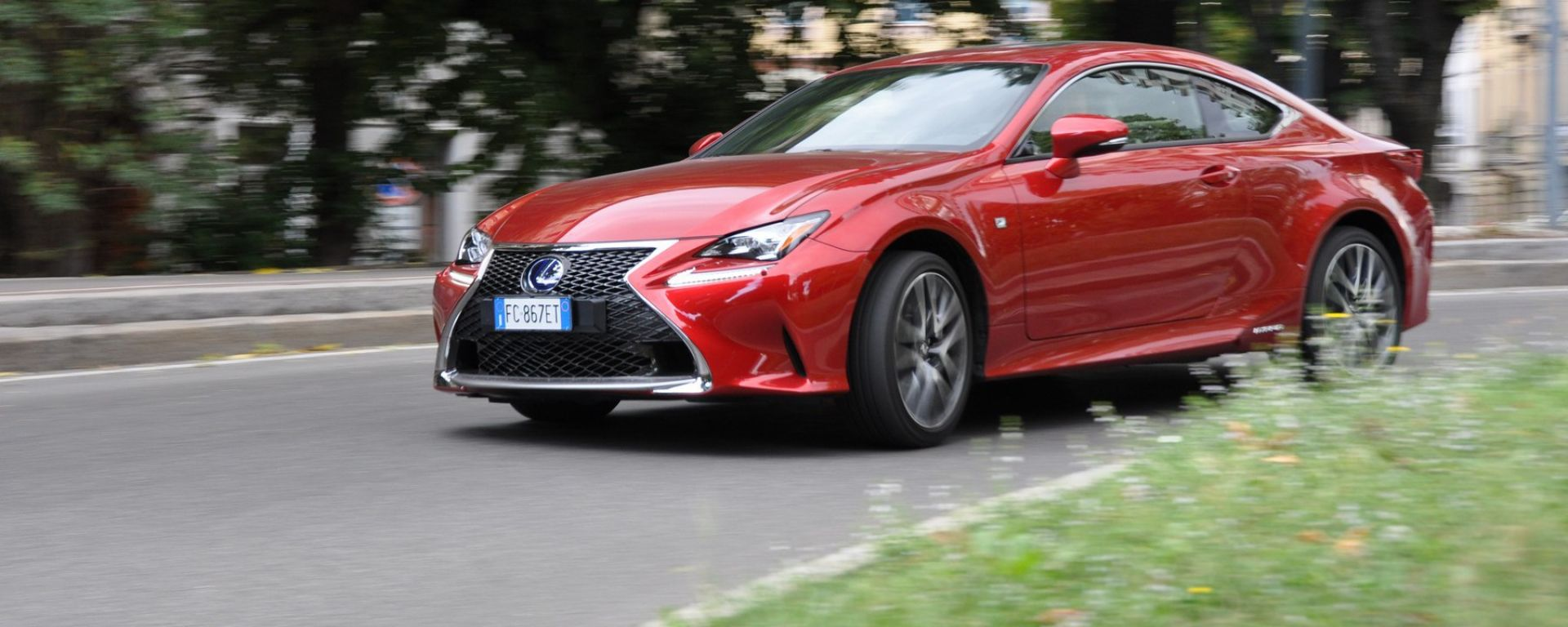 test drive lexus rc 300h f sport ibrida non corre ma che stile motorbox. Black Bedroom Furniture Sets. Home Design Ideas