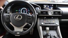 Lexus RC 300h F Sport 2016: vista della plancia