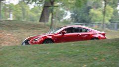 Lexus RC 300h F Sport 2016: vista laterale