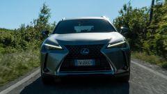 Lexus UX 2019 dinamica frontale