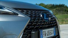 Lexus UX griglia