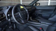 Lexus UX volante
