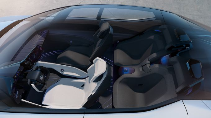 Lexux LF-Z Electrified: il tetto panoramico illumina l'abitacolo