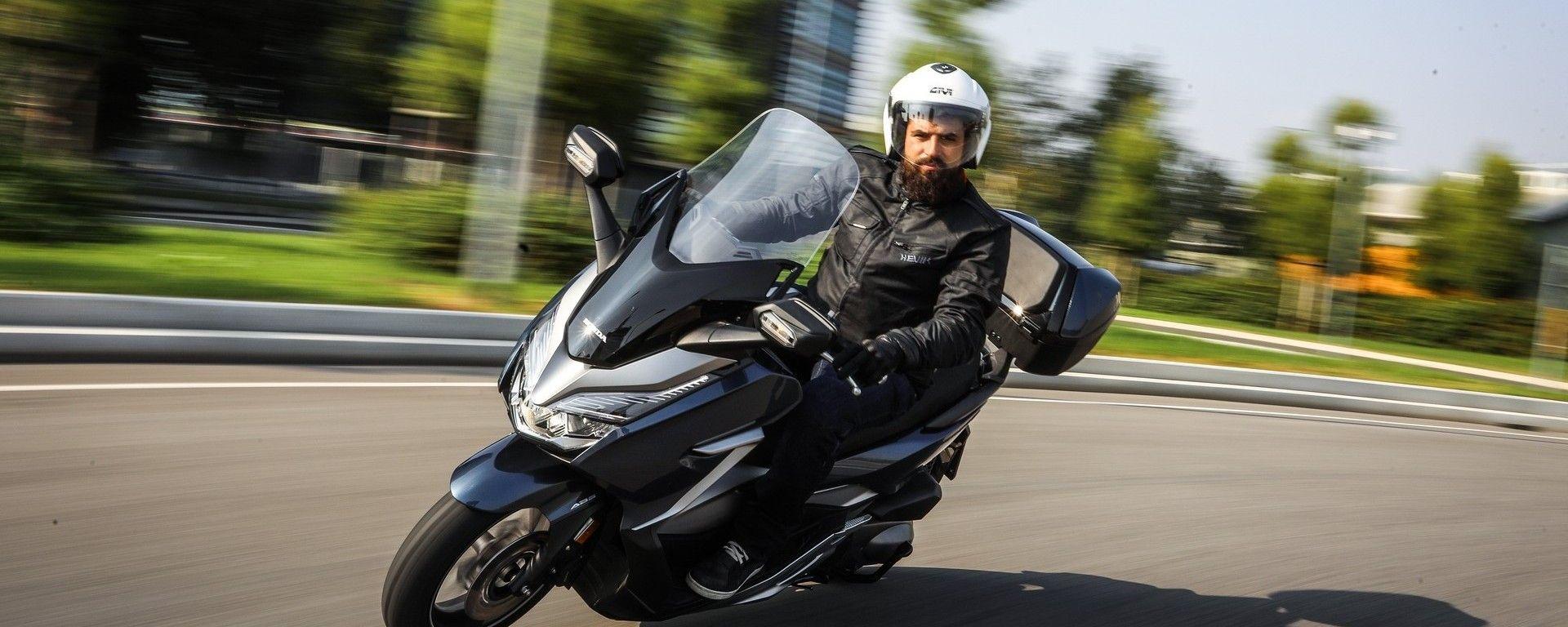 L'Honda Forza 300 a breve verrà affiancato da un maxi
