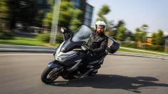 L'Honda Forza 300 brilla per stabilità
