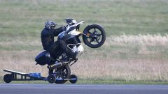 L'impennata di Tom Cruise con BMW GS