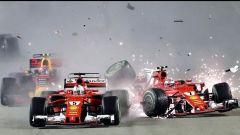 L'incidente al via tra le Ferrari nel GP di Singapore 2017