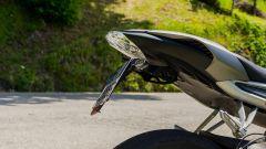 L'incriminato portatarga Evotech montato sulla mia Triumph Street Triple RS, rigorosamente posizionato a 30°