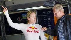 Lindsey Vonn con Helmuth Marko in un test su una Formula Renault 3.5 nel 2016 al Red Bull Ring di Spielberg