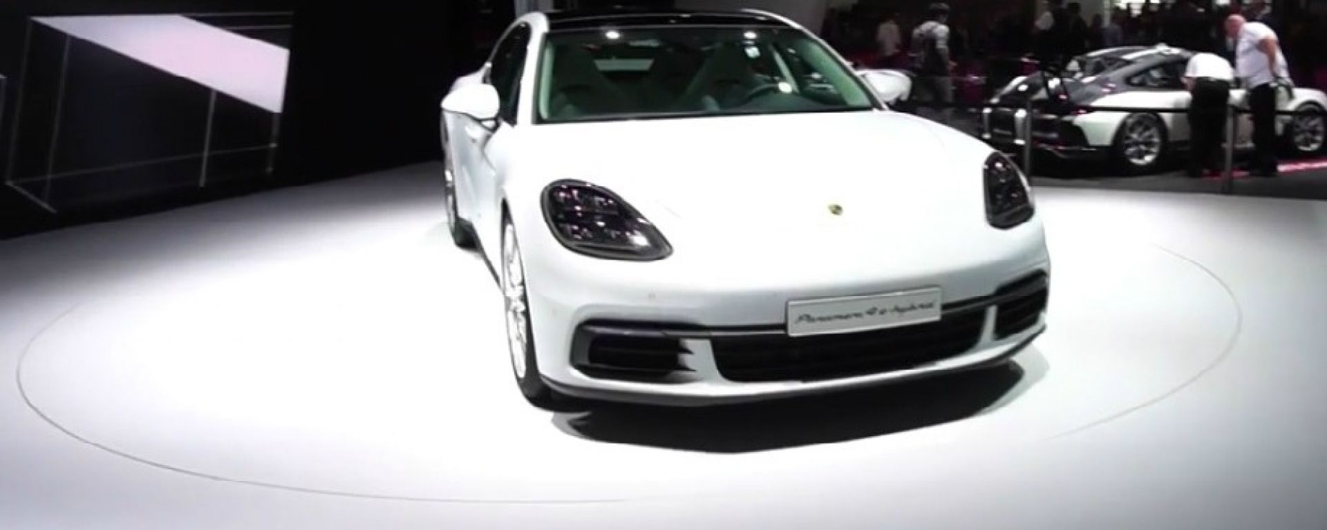 Live Parigi 2016: Porsche Panamera 4 E-Hybrid in video