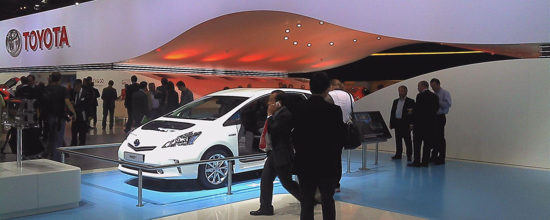 Francoforte IAA 2011: Toyota Yaris 2012, Toyota Prius e Avensis