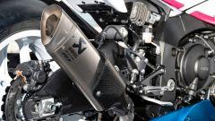 Lo scarico Akrapovič della Yamaha YZF-R1 con livrea dedicata a Fabrizio Pirovano