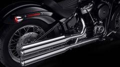 Lo scarico cromato dell'Harley-Davidson Softail Standard 2020