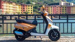Lo scooter 50cc Gusto della indiana Mahindra