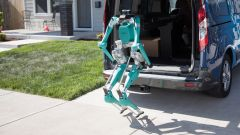 Lo shopping per Ford: guida autonoma e robot per le consegne