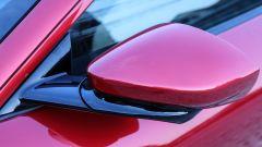 Lo specchietto della Ferrari Roma