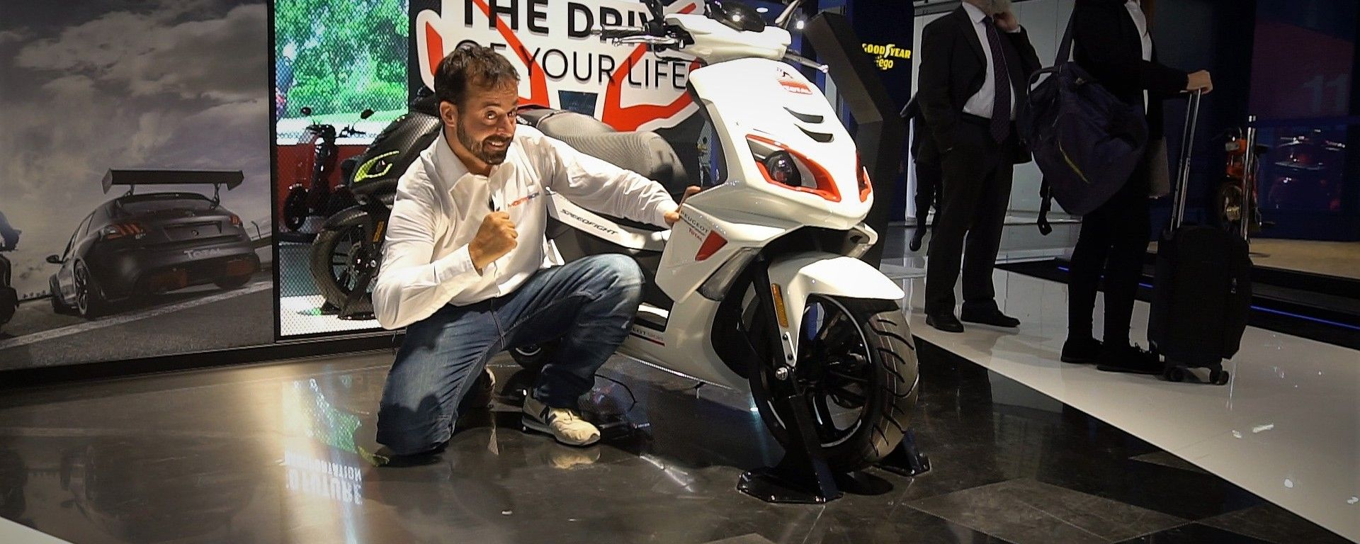 Lo stand Peugeot a EICMA 2017