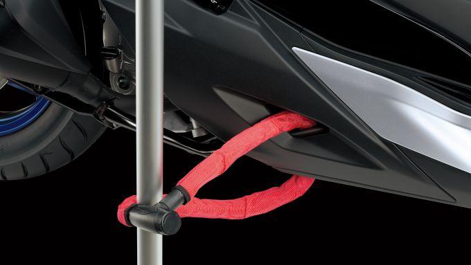 L'occhiello per legare la catena al Suzuki Burgman 400 Euro5