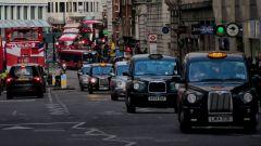 Guida autonoma, Londra smentisce il Governo UK: pronti solo dal 2030